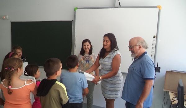 Entrega dos manuais escolares aos alunos do 1º ciclo do Agrupamento de Escolas de Terras de Bouro