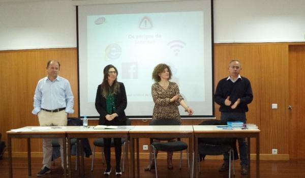 """Auditório da Escola Básica e Secundária de Terras de Bouro acolheu sessão sobre """"Os perigos da Internet"""""""
