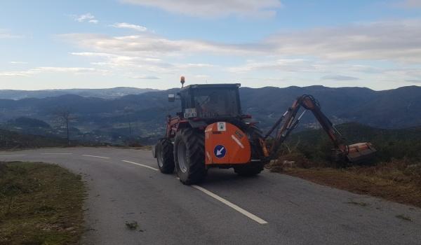 Operações de limpeza de estradas e caminhos a decorrer